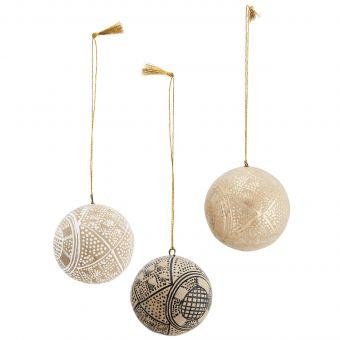 Madam Stoltz Baumkugel Ornament